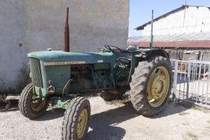 Tractor John deere 710
